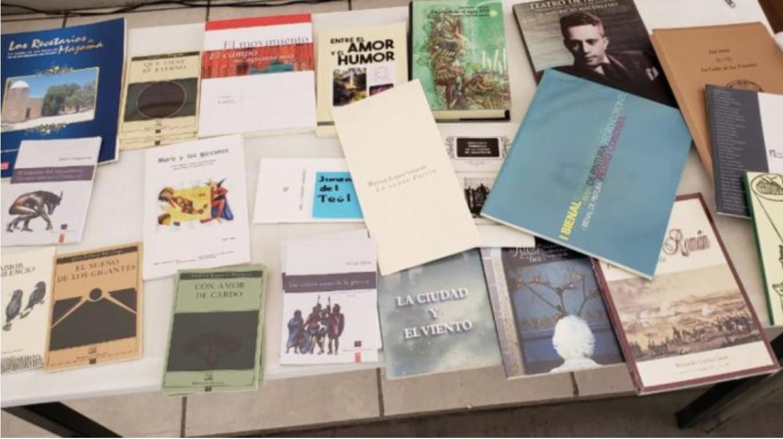 Para incentivar la lectura entre los bachilleres, IZC dona libros a las bibliotecas del Cobaez